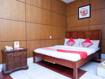 OYO 1002 Hotel Elizabeth Semarang - Standard Double Room Regular Plan