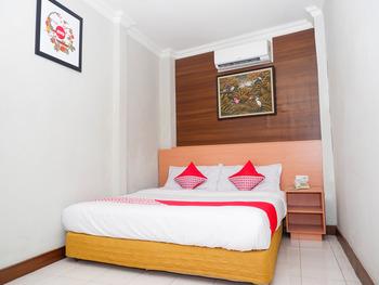 OYO 1002 Hotel Elizabeth Semarang - Deluxe Double Room Regular Plan