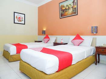 OYO 1002 Hotel Elizabeth Semarang - Standard Twin Room Regular Plan