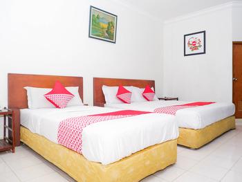 OYO 1002 Hotel Elizabeth Semarang - Suite Family Regular Plan