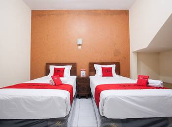 RedDoorz near Brawijaya University Malang - RedDoorz Premium Twin Room Regular Plan