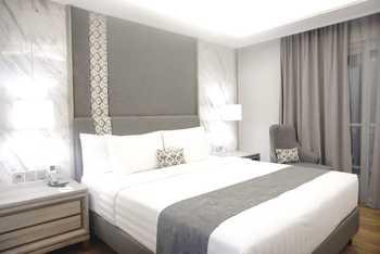 Solia Zigna Kampung Batik Laweyan Solo - Deluxe King Balcony Room Only Regular Plan