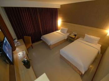 Her Hotel & Trade Center Balikpapan - Superior Room with Breakfast Regular Plan