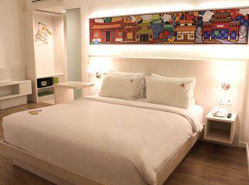 MaxOneHotels Glodok - Max Warmth Double Bed Room Only Regular Plan