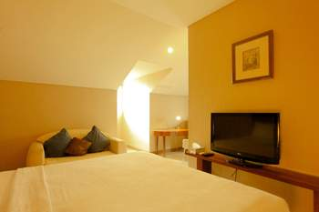 W Home Cikatomas Jakarta - Comfort Room Only Last Minute