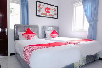 OYO 437 HnR Homestay Syariah Malang - Standard Twin Room Regular Plan
