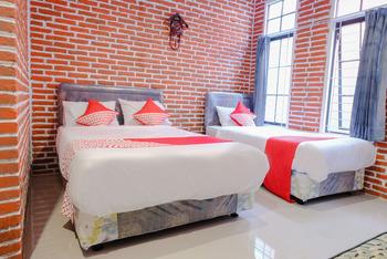 OYO 437 HnR Homestay Syariah Malang - Suite Family Room Regular Plan
