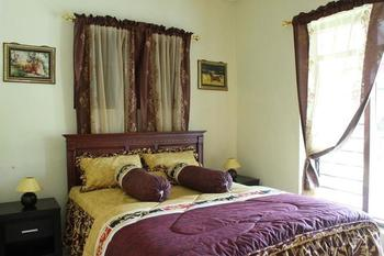 Marry Ind Vila & Guest House Gunung Kawi Malang - Business Double Room, 1 Queen Bed, Private Bathroom Regular Plan