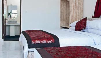 Lombok Senggigi Hotel - Deluxe Twin Room, Pool View, Poolside Regular Plan