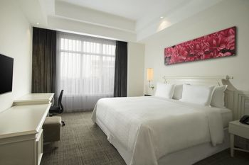 Four Points By Sheraton Bandung - Premium Room, 1 King Bed Regular Plan