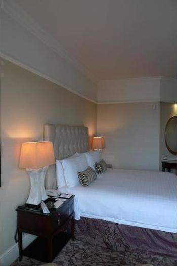 Four Seasons Hotel Singapore - Deluxe Room, 1 King Bed Regular Plan
