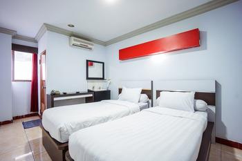 Capital O 3433 Hotel Plaza Manado - Standard Twin Room Early Bird