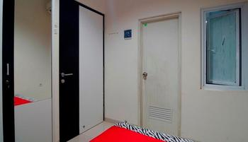 RedDoorz near Lawang Sewu - RedDoorz Room Regular Plan