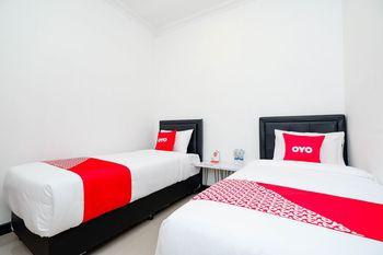OYO 1611 Four D'home Karanganyar - Deluxe Twin Room Regular Plan