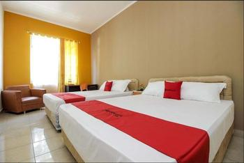 RedDoorz near RSUP Prof. Kandou Manado - RedDoorz Family Room For 4 Basic Deal