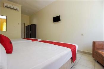 RedDoorz near RSUP Prof. Kandou Manado - RedDoorz Family Room Basic Deal