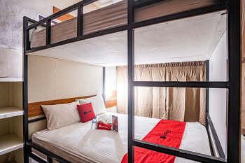 RedDoorz Hostel near Sanur Beach Harbour Bali - Double Bed Dormitory Last Minute