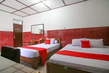 RedDoorz Syariah near Akademi Kepolisian Semarang 2 Semarang - Family Room Basic Deal 40%