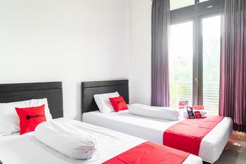 RedDoorz Syariah near Grand Galaxy Park Bekasi - RedDoorz Twin Room with Breakfast KETUPAT