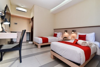 RedDoorz near Legian Street Bali - RedDoorz Deluxe Twin Room Regular Plan