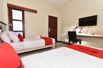 RedDoorz near Legian Street Bali - RedDoorz Twin Room Regular Plan