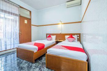 OYO 1446 Patradisa Hotel Bandung - Deluxe Twin Room Regular Plan