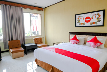 OYO 599 Hotel Bandung Permai Jember - Deluxe Double Room Regular Plan