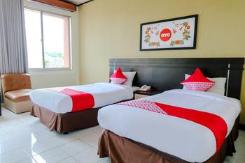 OYO 599 Hotel Bandung Permai Jember -  Deluxe Twin Room Regular Plan