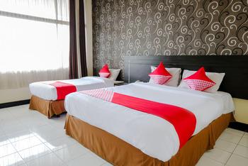 OYO 599 Hotel Bandung Permai Jember - Suite Family  Regular Plan