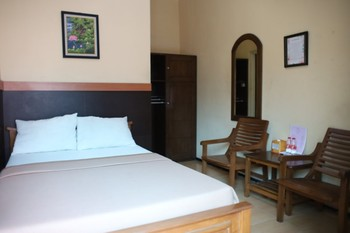 Homestay Kedung Ombo Malang - Standar Room Non AC Breakfast for 2 NR Stay More Pay Less