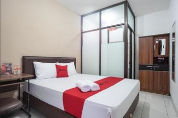 RedDoorz near Eka Hospital BSD City Tangerang Selatan - RedDoorz Room 24 hours deal