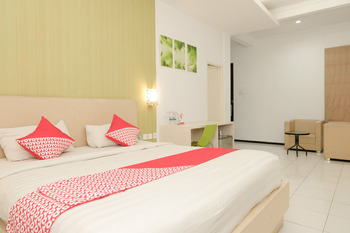 OYO 603 Ebizz Hotel Jember - Suite Family Regular Plan