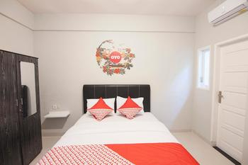 OYO 412 ABC Residence Medan - Deluxe Double Room Regular Plan