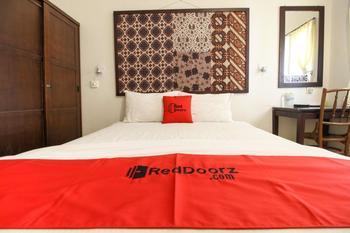 Reddoorz Syariah near Wijilan Yogyakarta Yogyakarta - RedDoorz Room with Breakfast Regular Plan