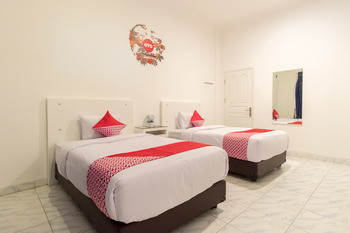 OYO 471 Taj Residence Syariah Medan -  Deluxe Twin Room Regular Plan