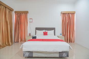 RedDoorz near Jatinangor Town Square Sumedang - RedDoorz Deluxe Room with Breakfast Regular Plan