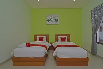 RedDoorz Plus @ Mahendradatta Denpasar Bali - RedDoorz Twin Room Basic Deals Promotion