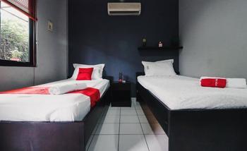 RedDoorz Plus near RS Fatmawati 2 Jakarta - RedDoorz Twin Room 24 Hours Deal