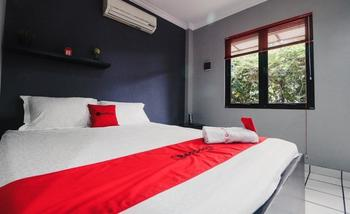 RedDoorz Plus near RS Fatmawati 2 Jakarta - RedDoorz Room 24 Hours Deal