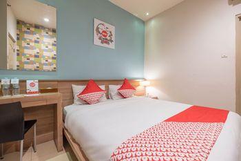 Capital O 1276 Hotel Aswin Makassar - Standard Double Room Regular Plan