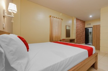 RedDoorz Plus near Pantai Malalayang Manado Manado - RedDoorz Suite Room Regular Plan