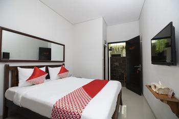OYO 2438 D' Tamblingan Guesthouse Bali - Standard Double Room Regular Plan