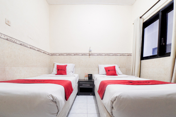 RedDoorz near Waterbom Kuta  Bali - RedDoorz Twin Room Last Minute