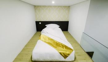 Villa De Kupang Kupang - Standard Double Twin Room Only - Area Deal Regular Plan