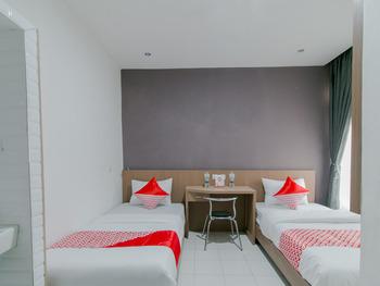 OYO 2228 Arwinda Costel Cianjur - Standard Twin Room Regular Plan