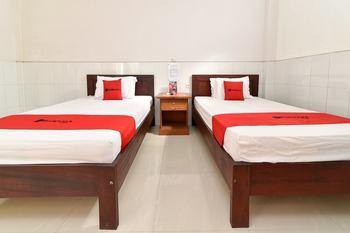 RedDoorz @ Jalan Ubung Denpasar Bali - RedDoorz Room Basic Deals 40%