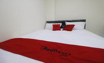 RedDoorz Plus near Mall Ciputra Jakarta Jakarta - RedDoorz Room 24 Hours Deal