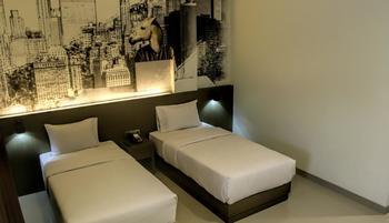 Opi Indah Hotel by Amazing Palembang - Superior Twin Room Regular Plan