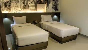 Opi Indah Hotel by Amazing Palembang - Grand Deluxe Twin Room Regular Plan