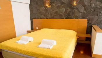 Villa Air Natural Resort Bandung - Vila Pinus 4 Bedroom August Deals